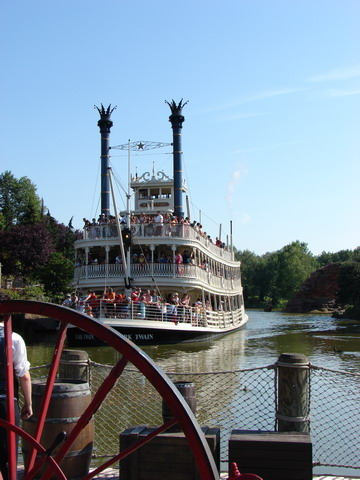 Mississippi river steamboat - EuroDisney